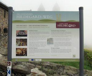 Eine Informationstafel des Rüdesheimer Hildegard-Wegs