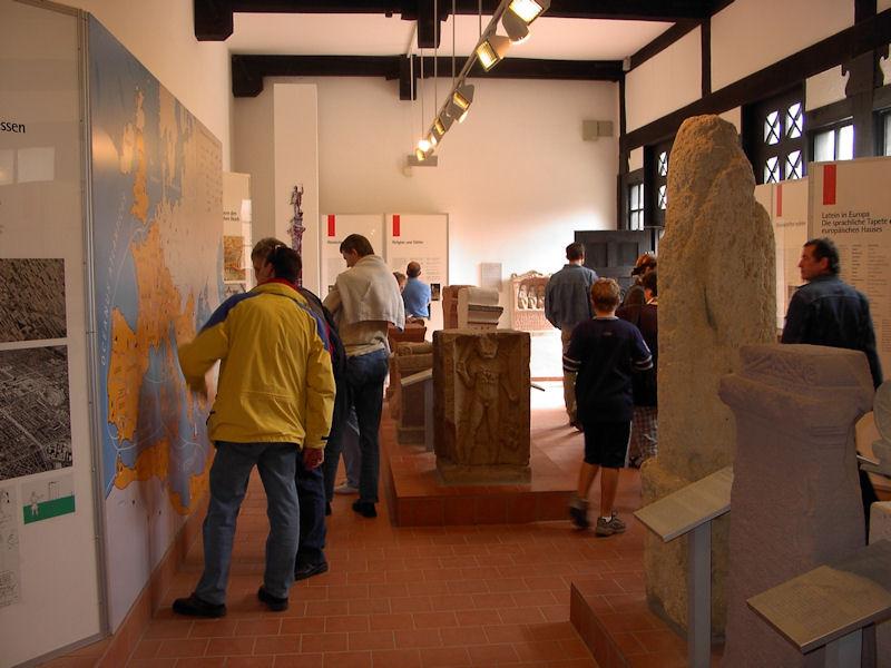 Besucher im Römerkastell