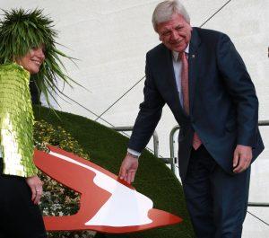 Greta Grün und Ministerpräsident Volker Bouffier