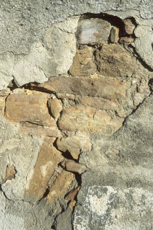Mauerwerk aus Sandsteinen der Hermeskeil-Schichten