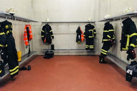 Wasserversorgung im Hochtaunuskreis am Limit: Feuerwehren helfen mit Trinkwasserbehältern – Apell zum Wassersparen