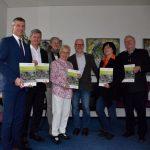 Bechsteinfledermaus im Taunus: Übergabe des bundesweit wirksamen Leitfadens an den Vorstand des Naturparks