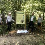 Naturpark Taunus: Neue Infotafel für den Waldlehrpfad wird Bestimmung übergeben
